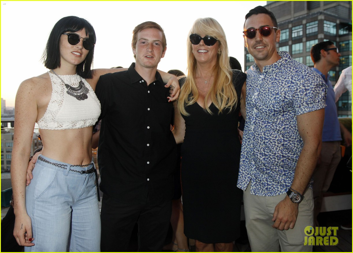 ali lohan gets support from family at ranbeeri denim launch party 123430866