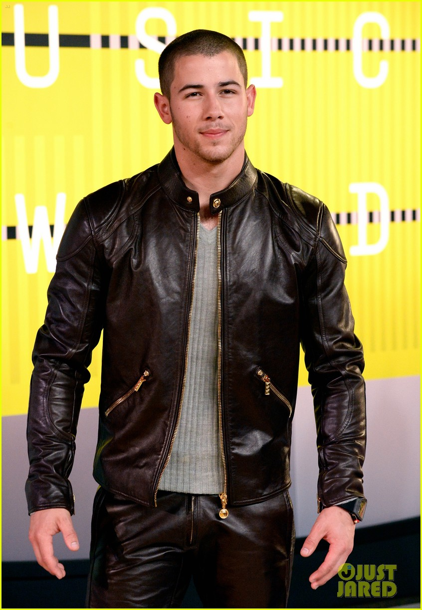 15c83bf22da Nick Jonas Rocks a Leather Look at MTV VMAs 2015  Photo 3448838 ...