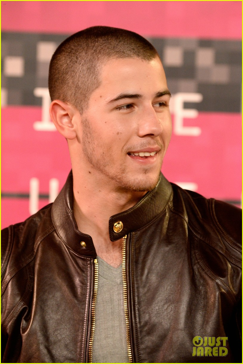 d860de41f24 Nick Jonas Rocks a Leather Look at MTV VMAs 2015  Photo 3448840 ...