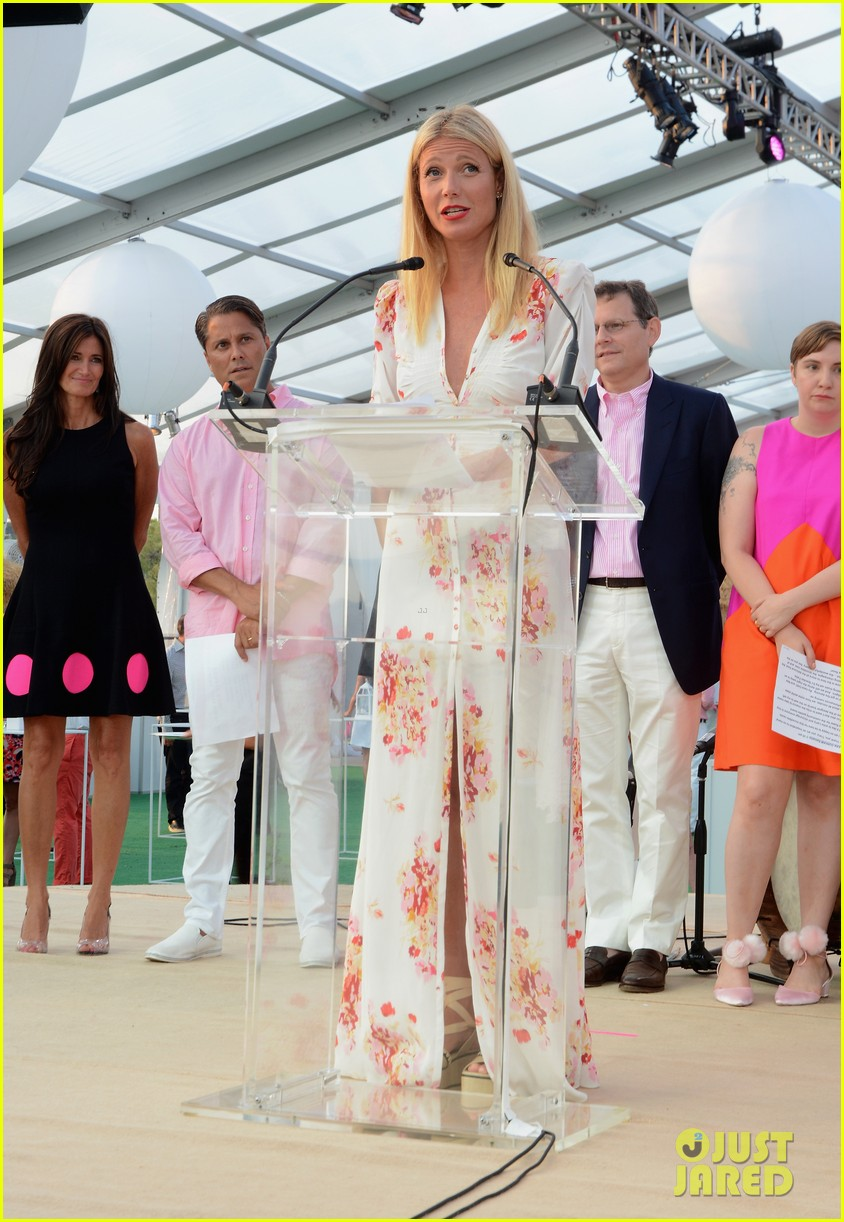 gwyneth paltrow paddle for pink 013428878