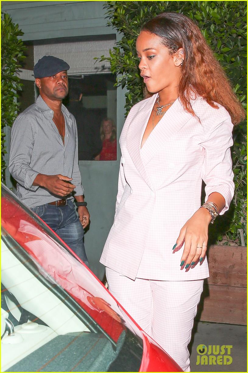 Rihanna Bumps Into Cuba Gooding Jr At Dinner Photo 3446769 Cuba