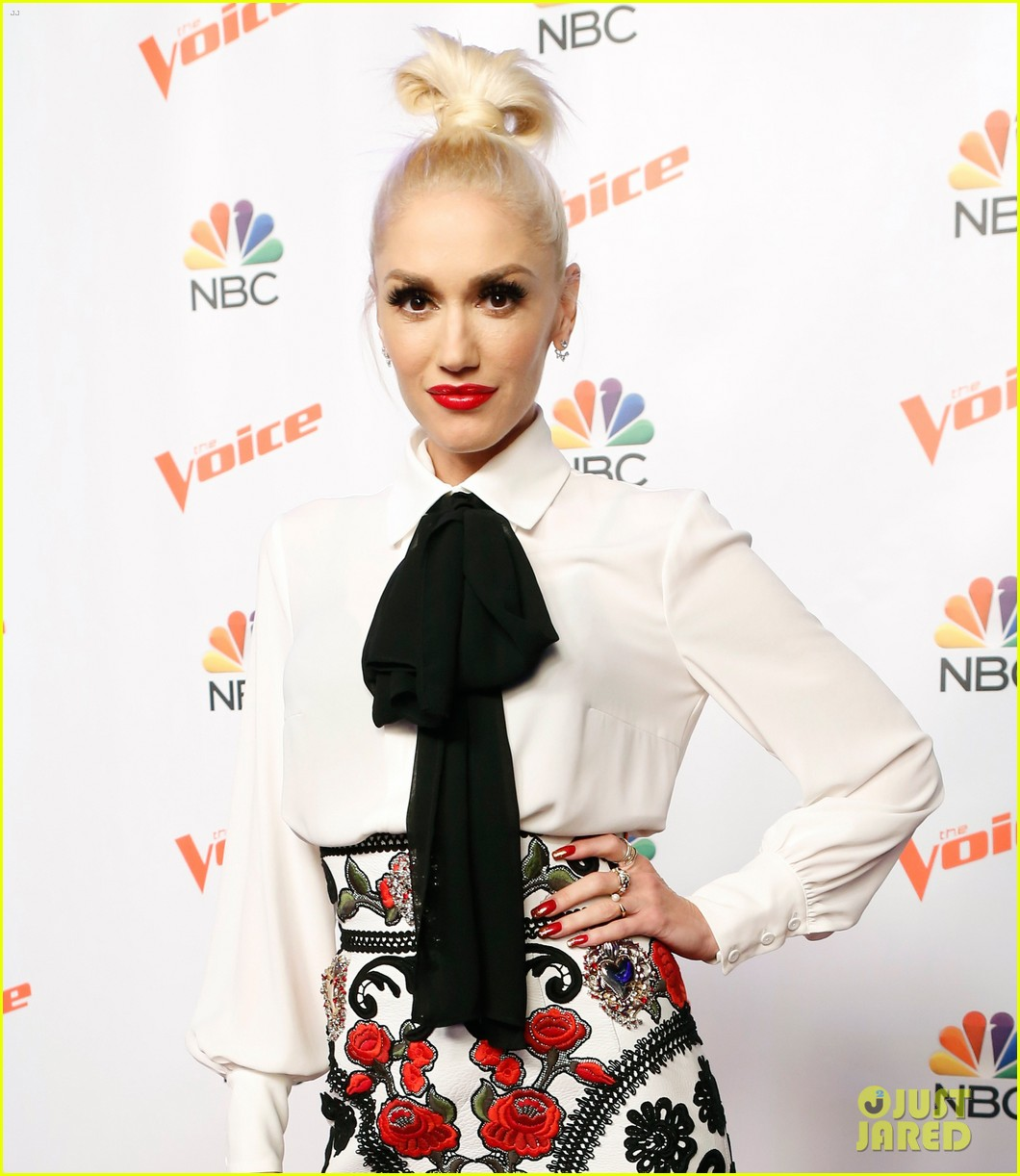 adam levine gwen stefani take virtual trip in new the voice promo watch here 063446599