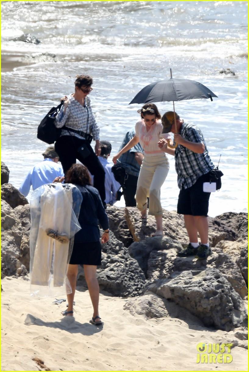 Kristen Stewart & Jesse Eisenberg Take Romantic Stroll For Woody Allen ... Jesse Eisenberg