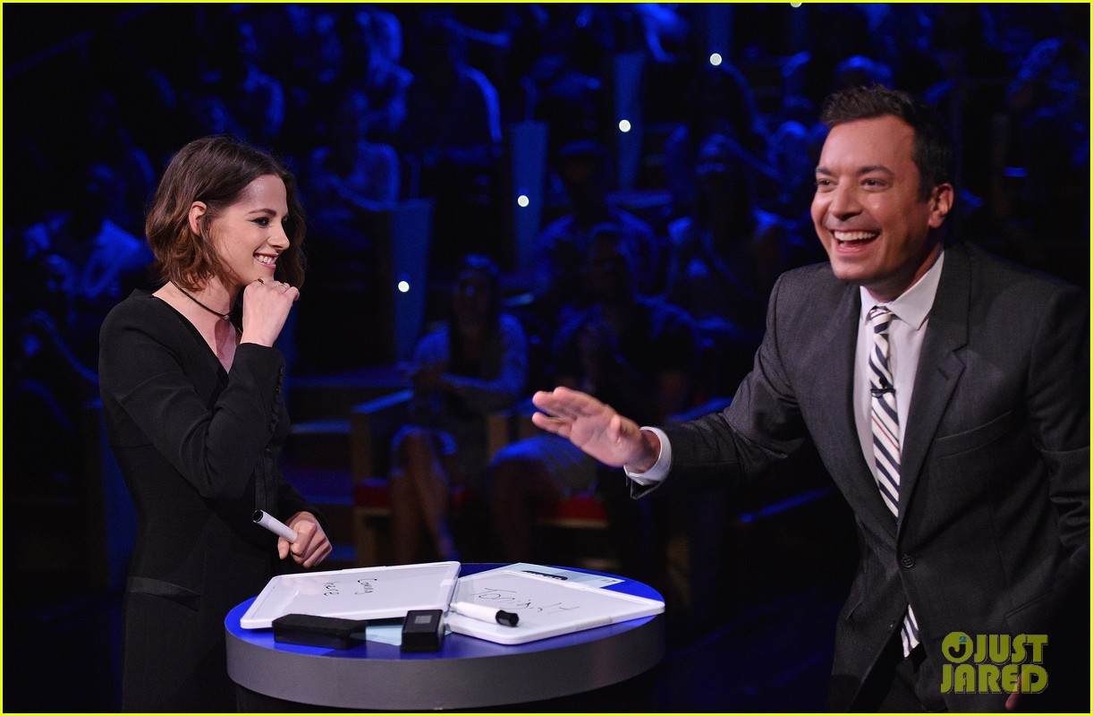 kristen stewart cant stop smiling on the tonight show 053435797