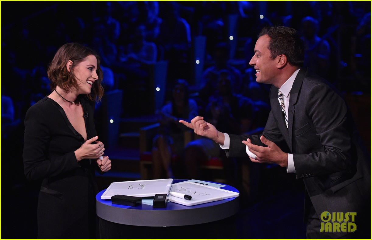 kristen stewart cant stop smiling on the tonight show 083435800