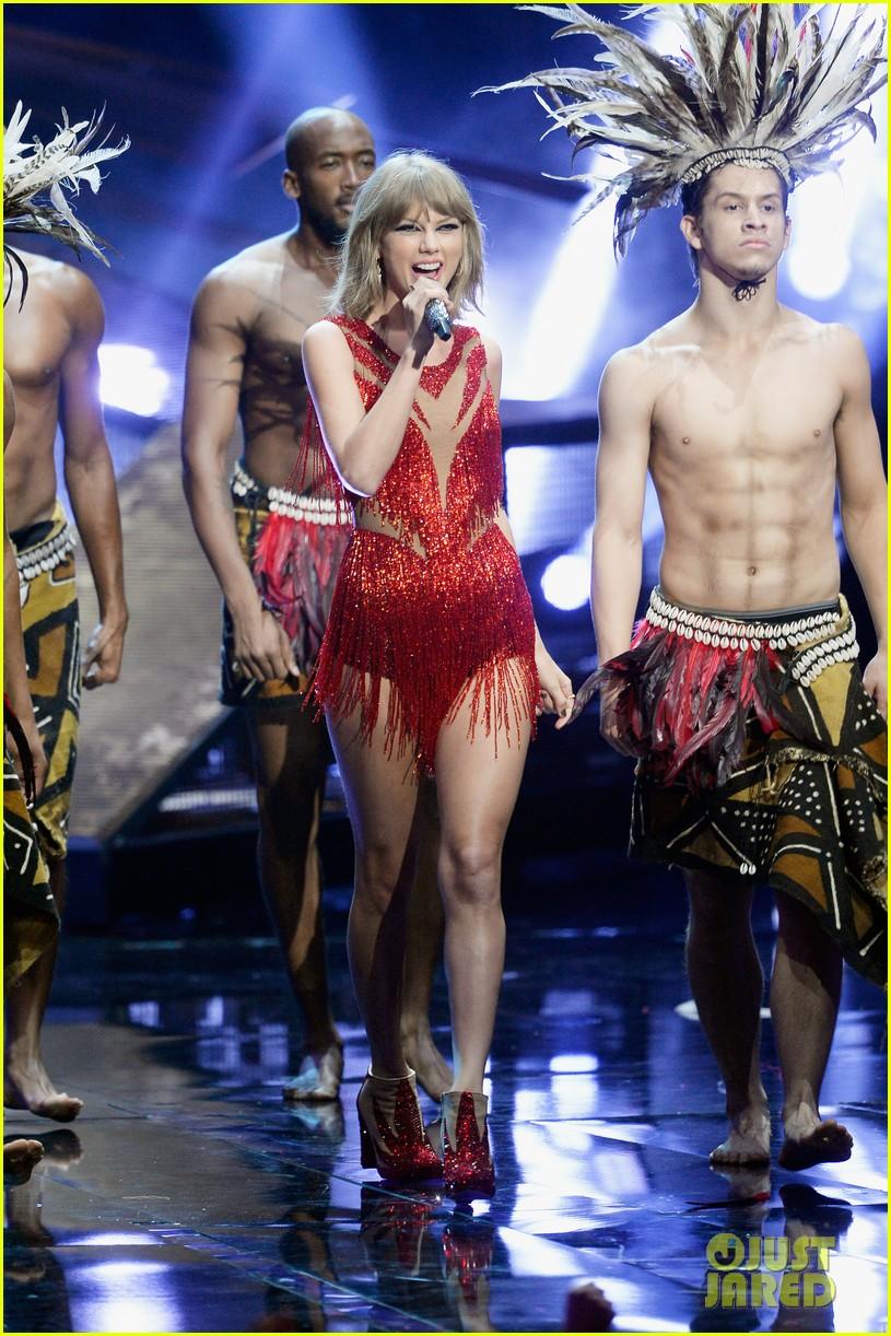 MTV VMAs: Taylor Swift Shake It Off Performance