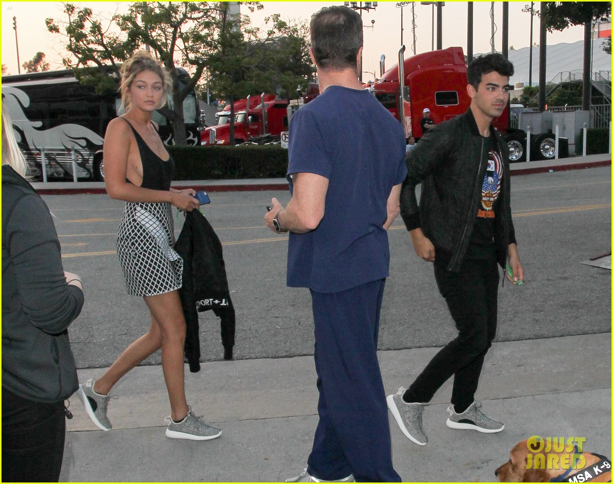 taylor swift kobe bryant ryan tedder gigi joe staples center concert night one 023443574