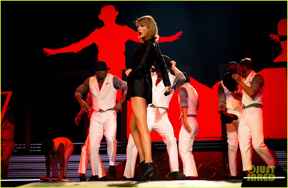 taylor swift kobe bryant ryan tedder gigi joe staples center concert night one 133443585