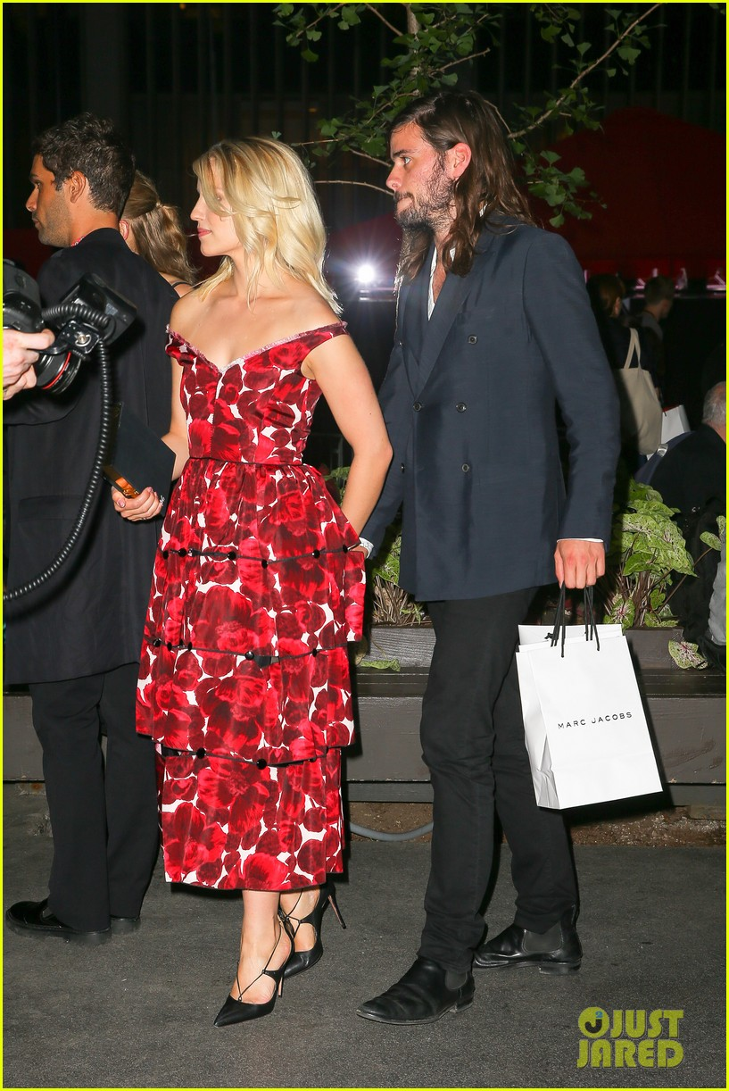 dianna agron boyfriend winston marshall hold hands marc jacobs 073463915