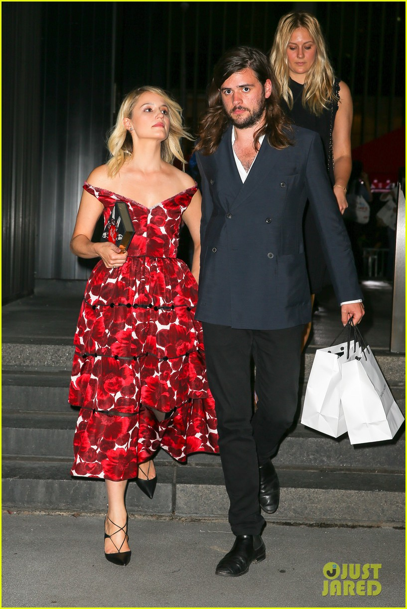 dianna agron boyfriend winston marshall hold hands marc jacobs 093463917