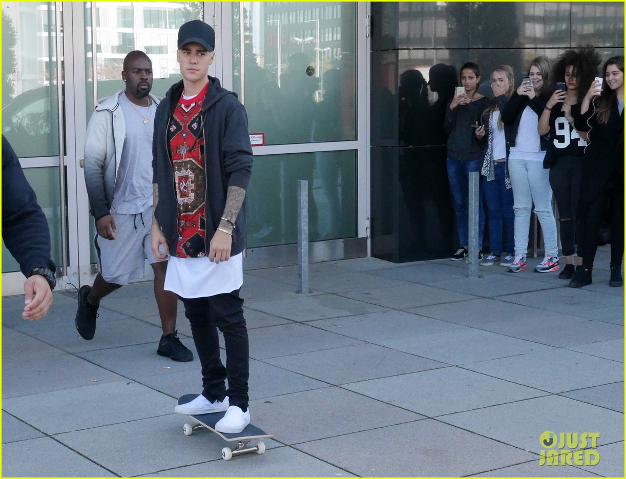 Justin Bieber Dances the Nae Nae With a Fan on 'Ellen' (Video