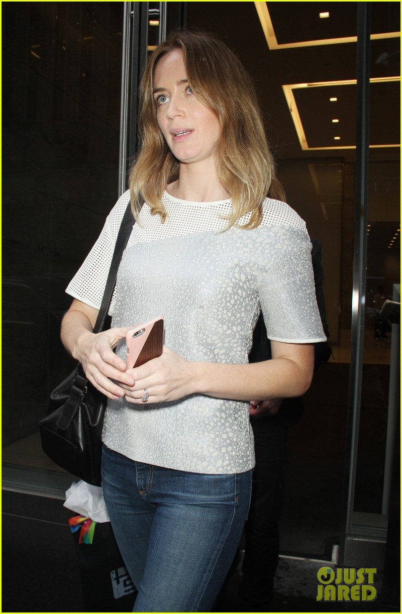 Apologise, Sexy emily blunt pics for