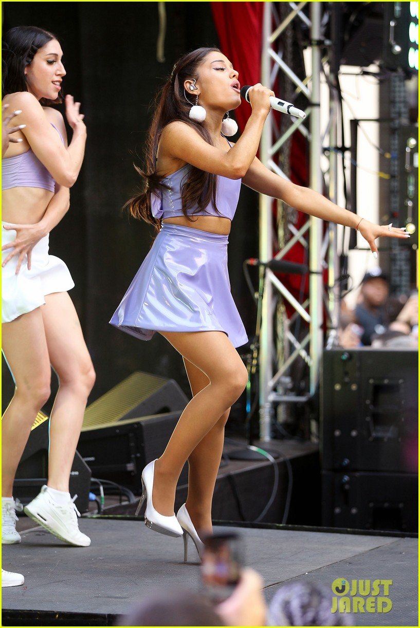 ariana grande focus out october macys event 133462752