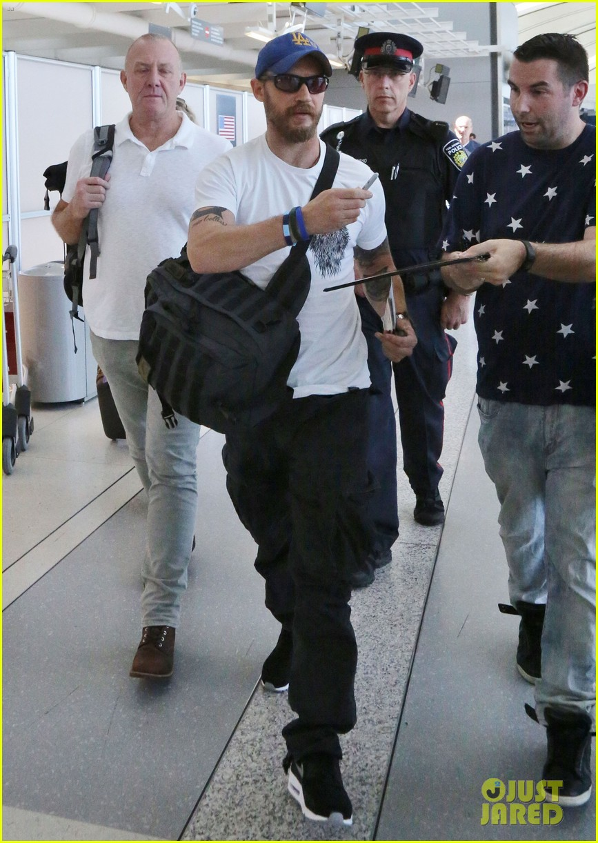 tom hardy doesnt intend to buy into the celebrity life 023462201