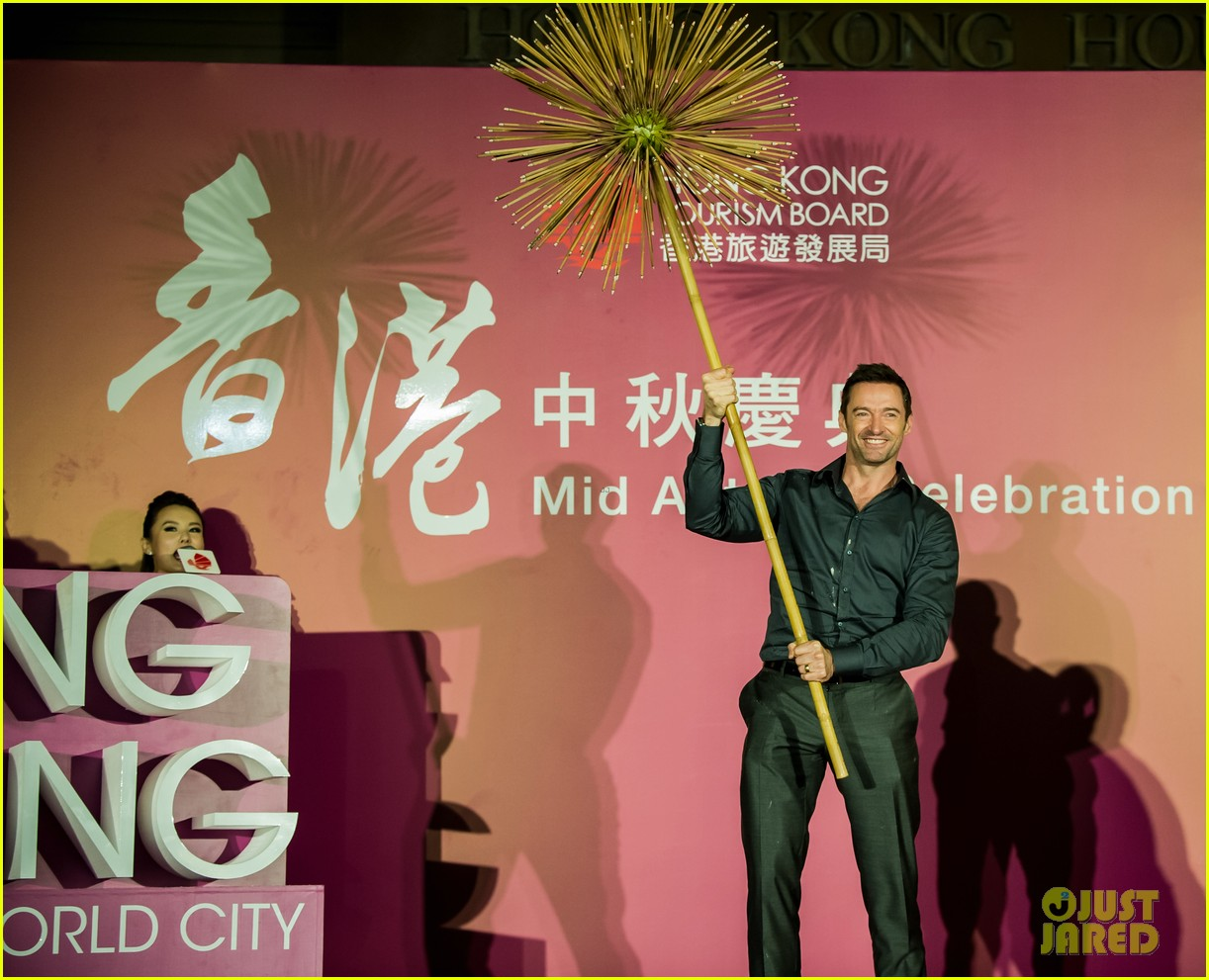 hugh jackman dances with the fire dragon in hong kong 013472707