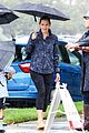 jennifer garner braves rain in la 03