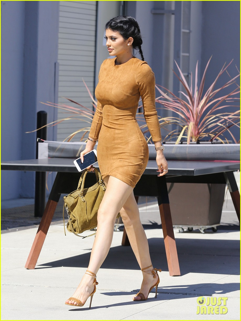 d65d46fd1ff493 Kylie Jenner Flaunts Her Curves in Skin Tight Dress: Photo 3473717 ...