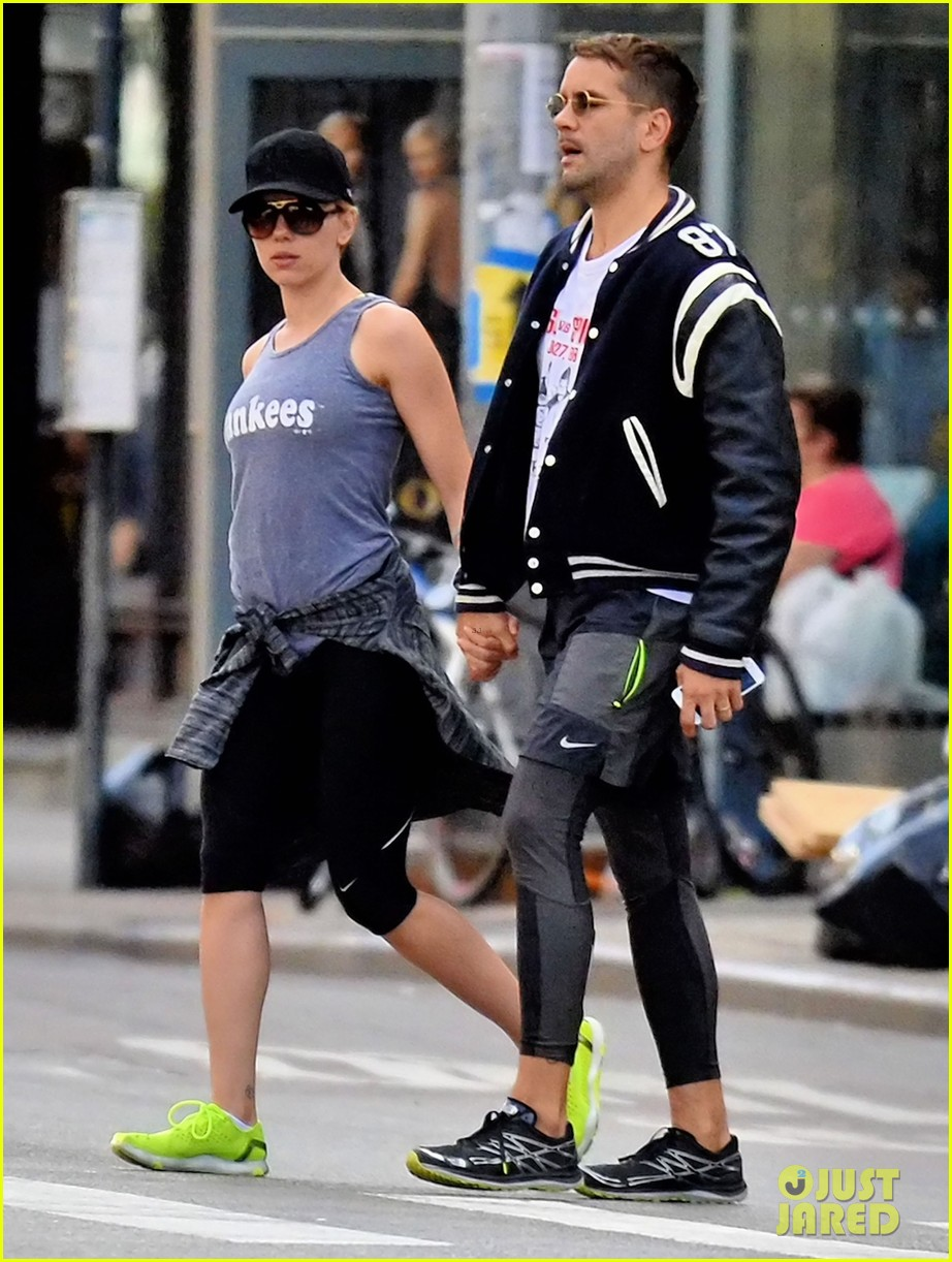 scarlett johansson works on her fitness with husband romain dauriac 023473744