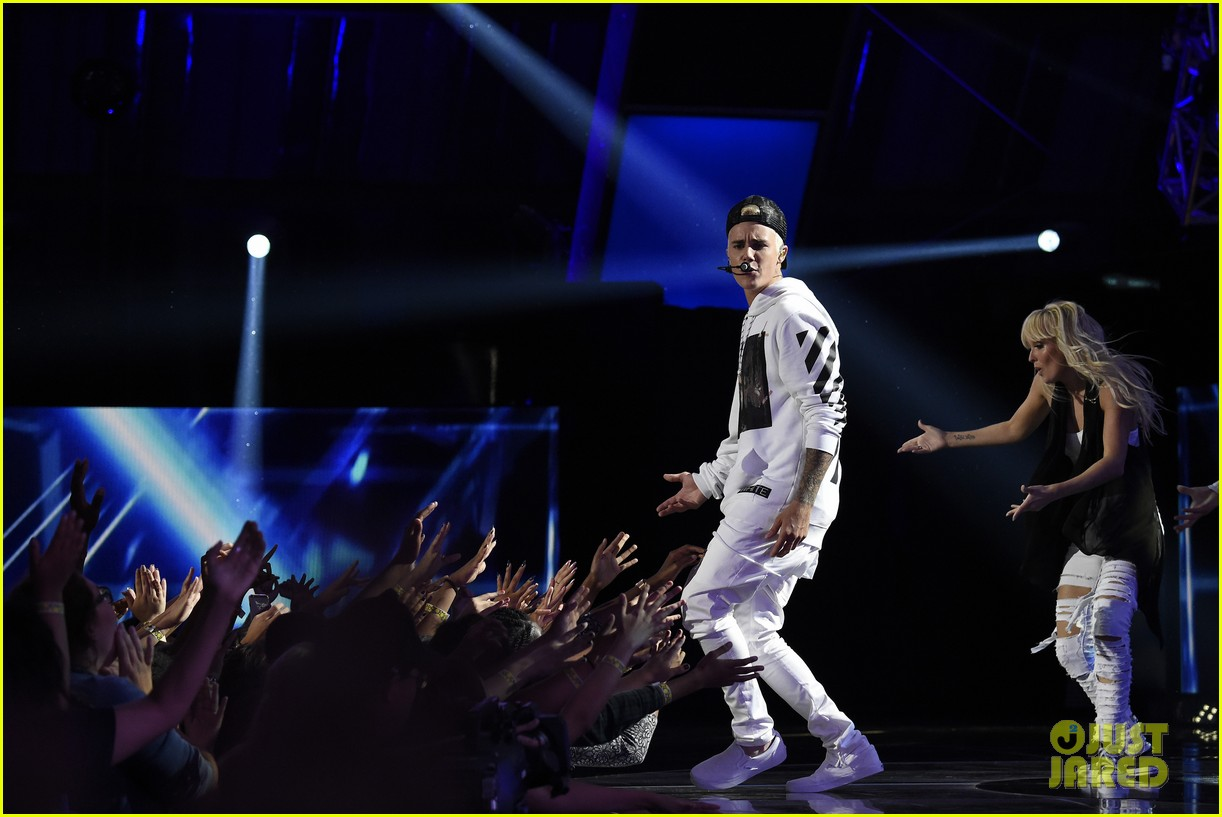 justin bieber think up performance watch here 083458440