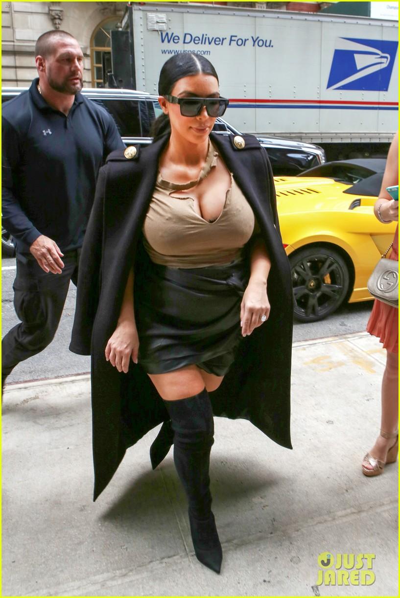 Kim Kardashian Wears Thigh High Boots for Sexy Pregnancy Look ...