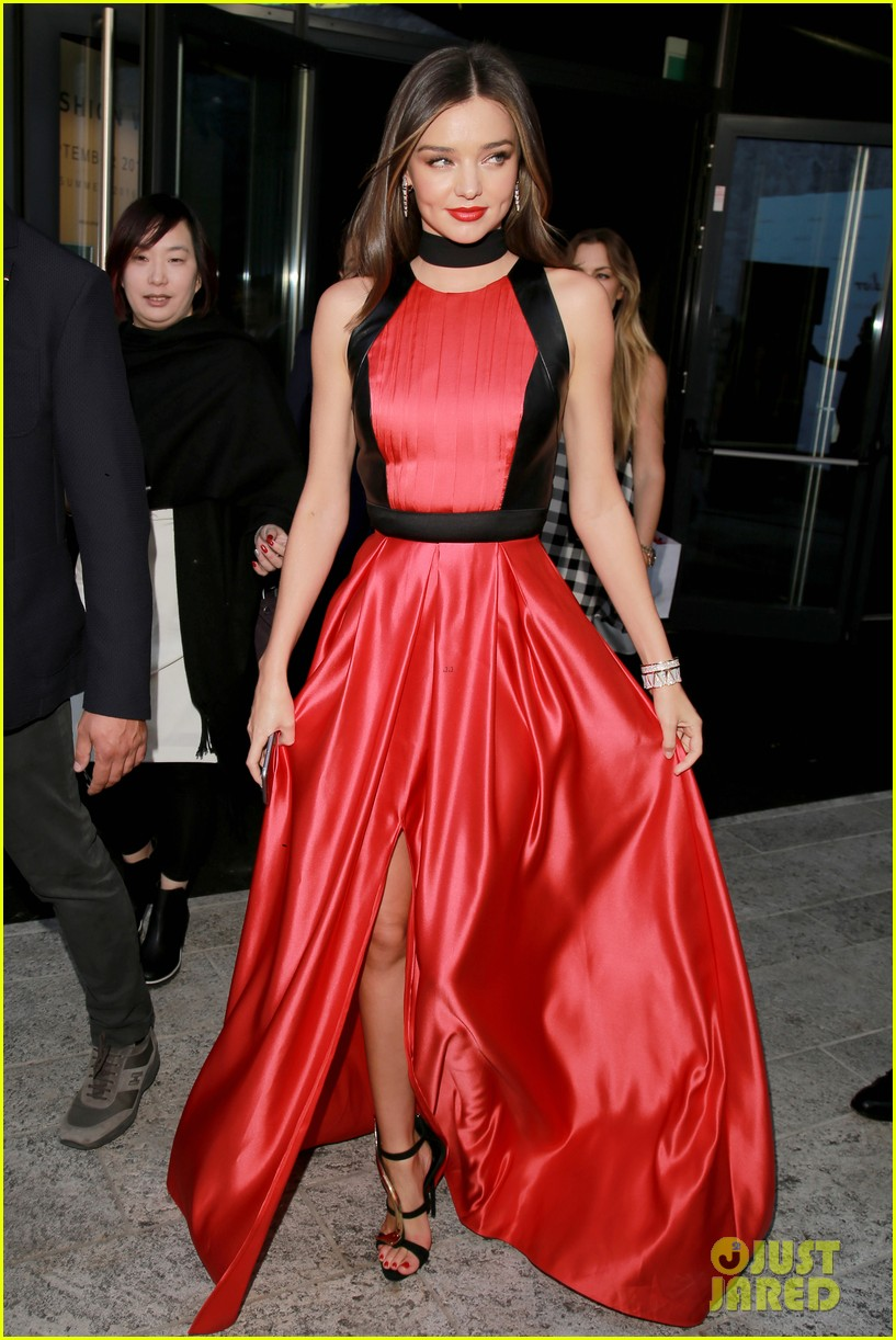 Oscars 2017 fashion - Full Sized Photo Of Miranda Kerr Stunts In Red White Looks