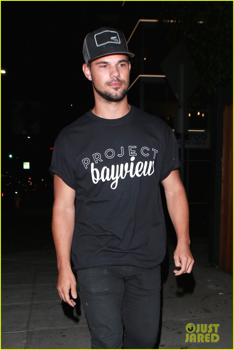 taylor lautner will appear at the think it up live telecast 043458496
