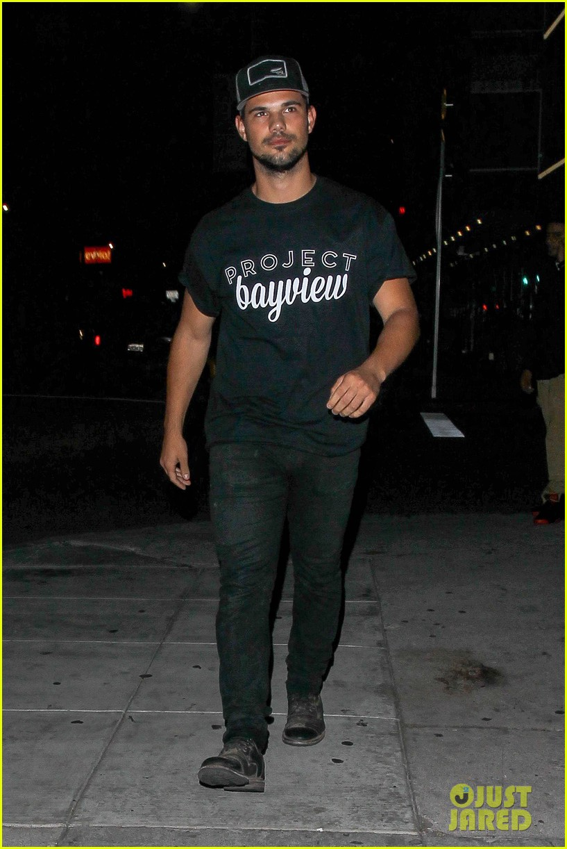 Taylor Lautner Makes The Crowd Go Wild At Think It Up Telecast