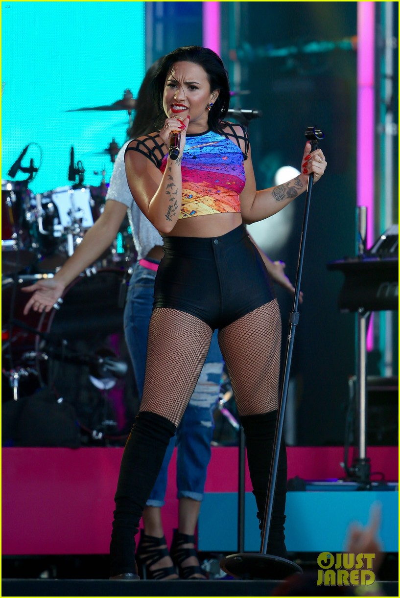 demi lovato performs cool for the summer neon lights on jimmy kimmel live 053450373