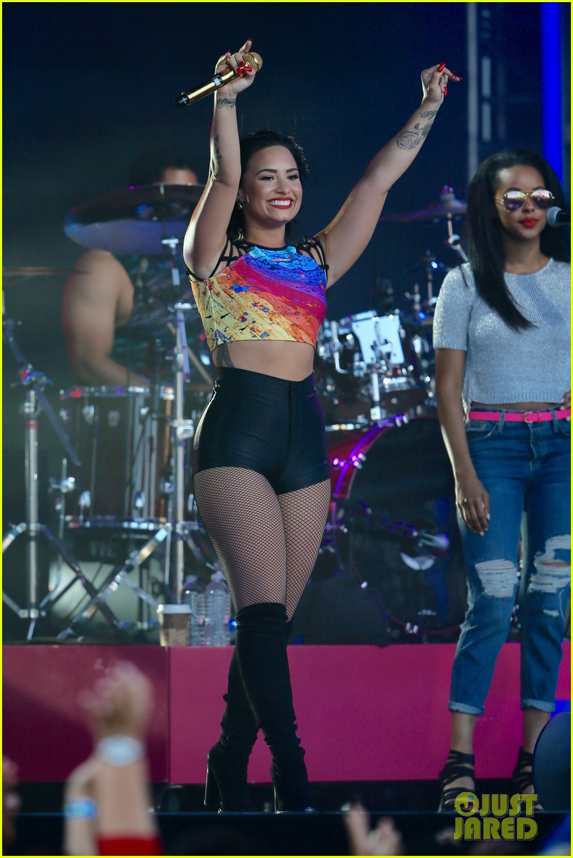 demi lovato performs cool for the summer neon lights on jimmy kimmel live 103450378