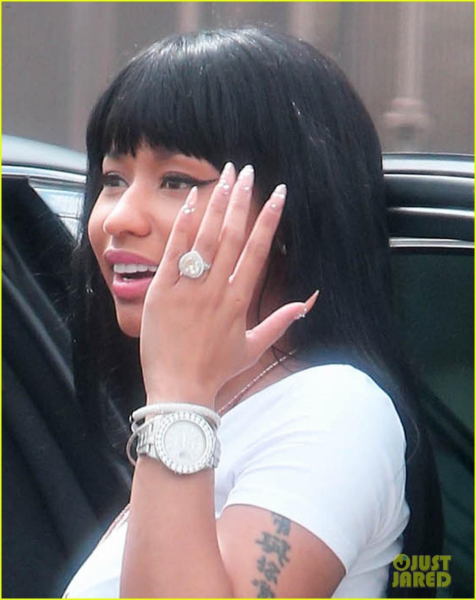 Nicki Minaj Rocks Heart-Shaped Ring on THAT Finger Again: Photo ...