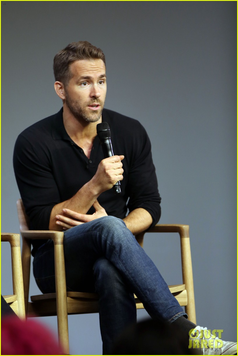 ryan reynolds apple store tonight show 313468261