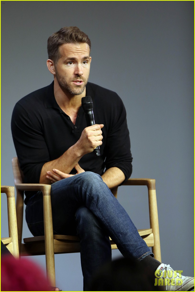 ryan reynolds apple store tonight show 323468262