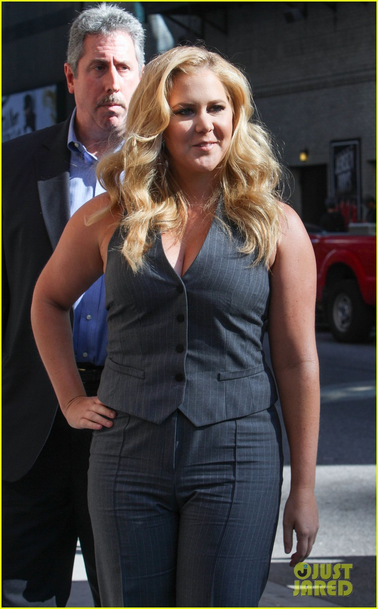 amy schumer once drunk ate jake gyllenhaals frozen cake 063459110