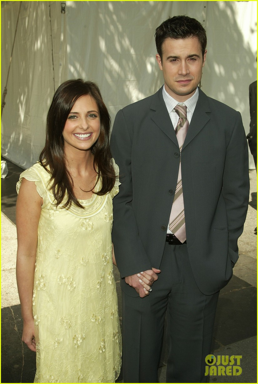 Sarah Michelle Gellar Fred Prinze Jr Celebrate 13th Anniversary With Cute Tweets