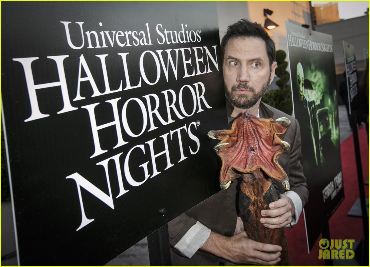 stefanie scott dylan minnette halloween horror nights 023467137