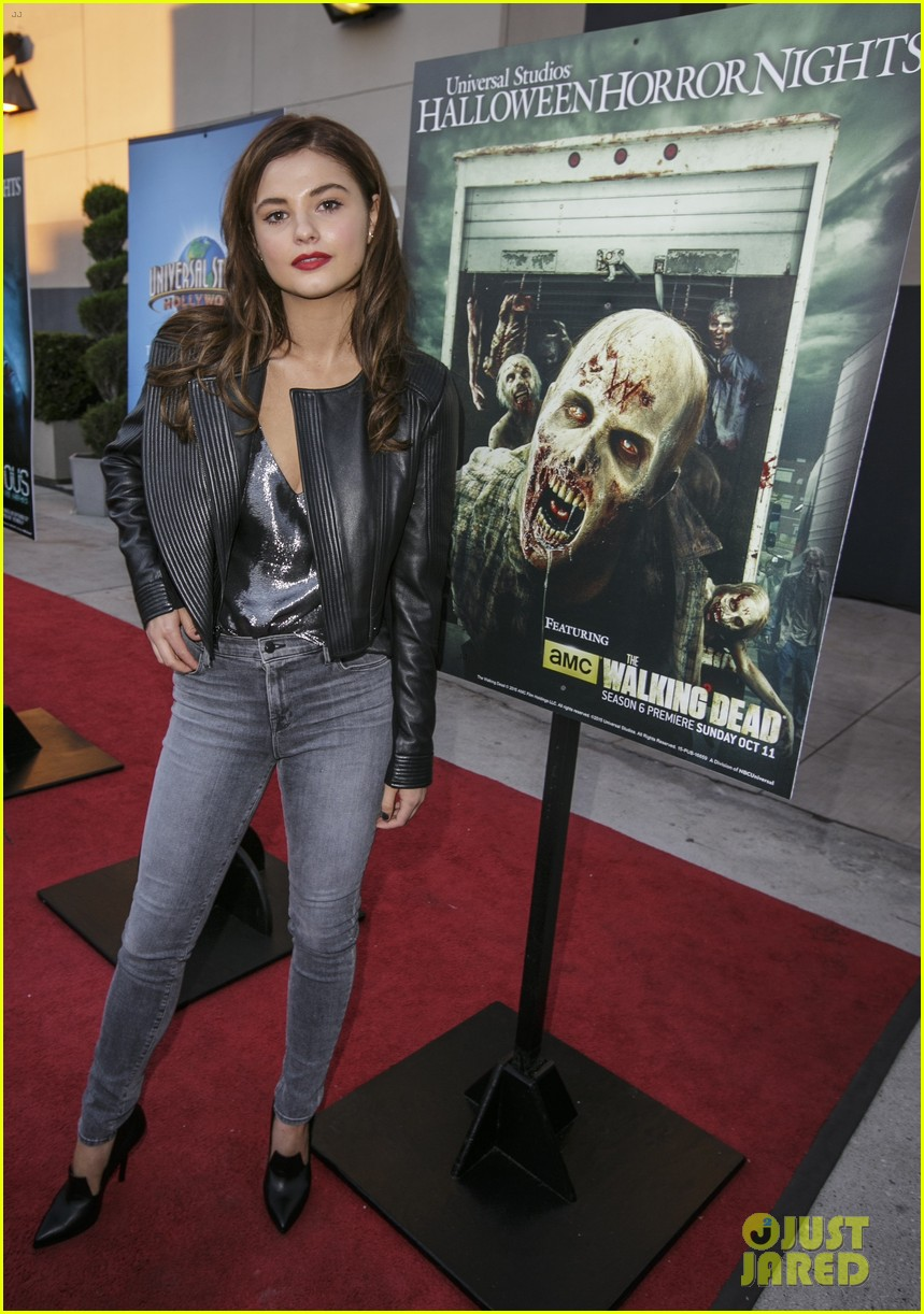stefanie scott dylan minnette halloween horror nights 053467140