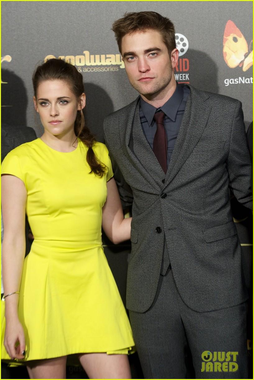Kristen Stewart And Robert Pattinson Officially Dating