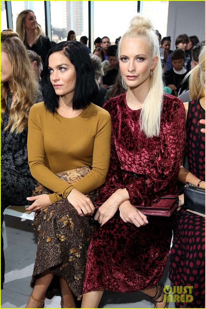 naomi watts olivia wilde buddy up at nyfw 053463374