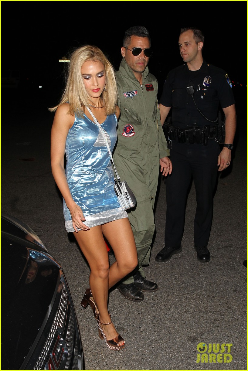 jessica alba does a perfect romy michelle halloween costume - Romy And Michelle Halloween Costumes