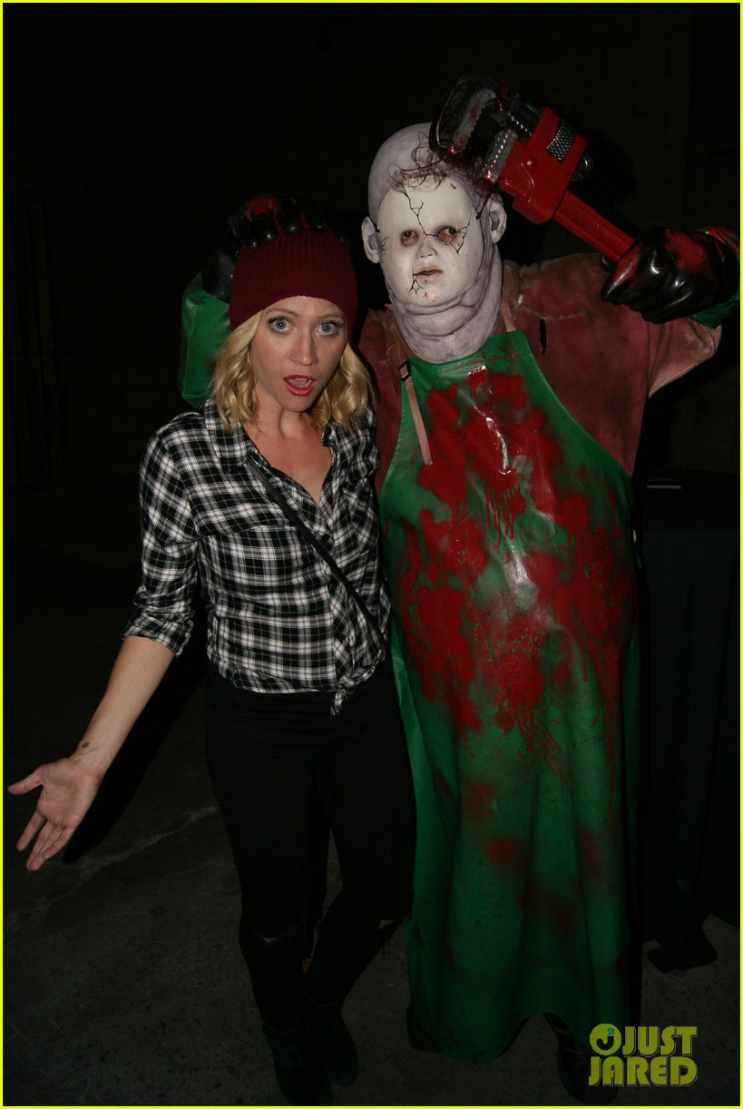 anna kendrick brittany snow immersive haunt experience 033478959