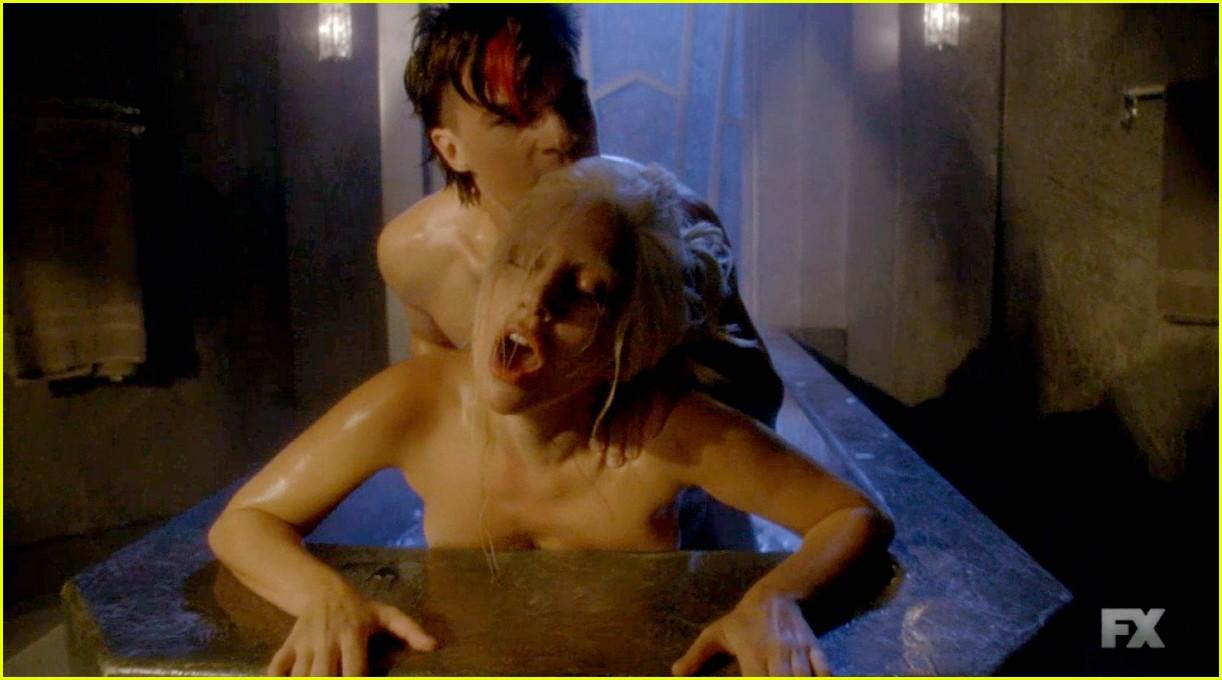 matt bomer finn wittrock went shirtless on ahs hotel last night 123484174