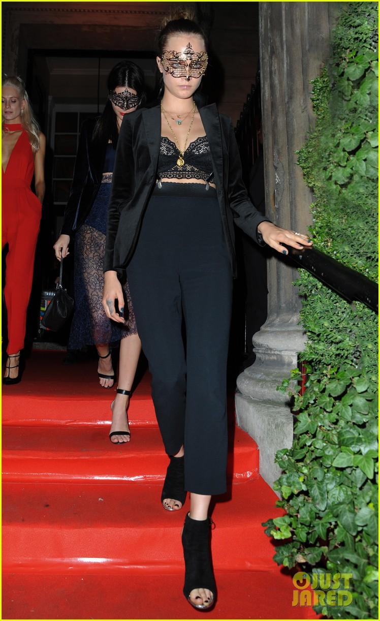 cara delevingne kendall jenner lace masquerade party poppy 013480986
