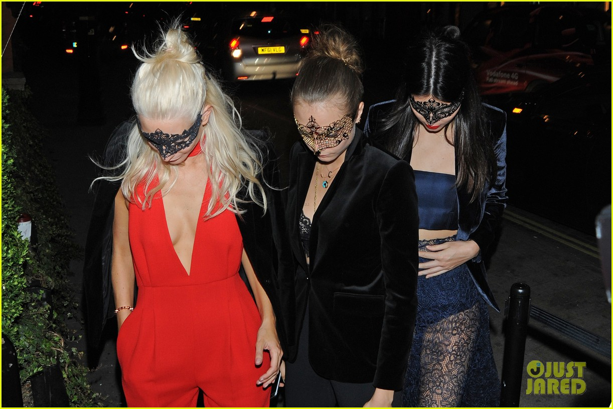 cara delevingne kendall jenner lace masquerade party poppy 033480988