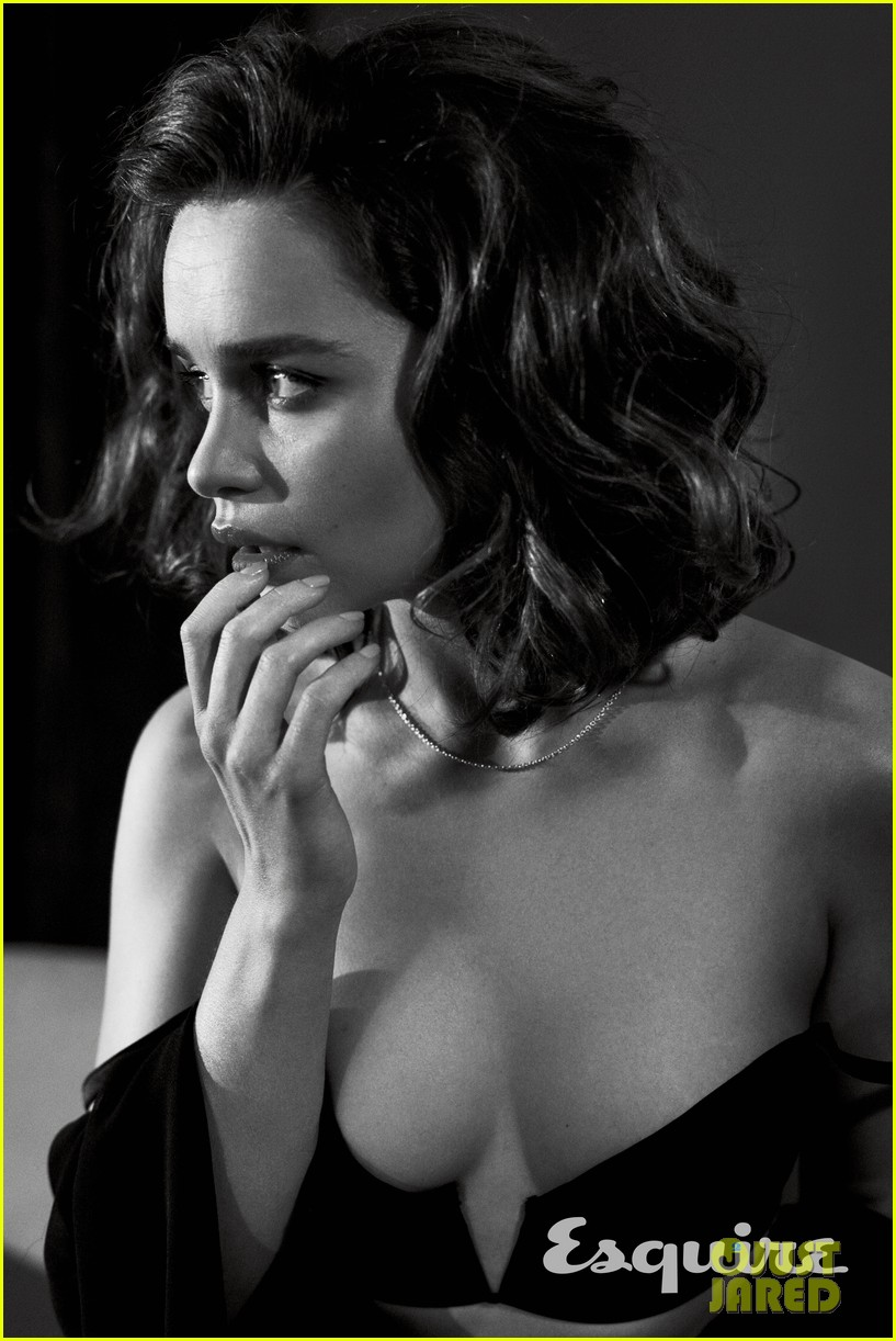 Emilia Clarke Named Sexiest Woman Alive By Esquire See Her Sexy