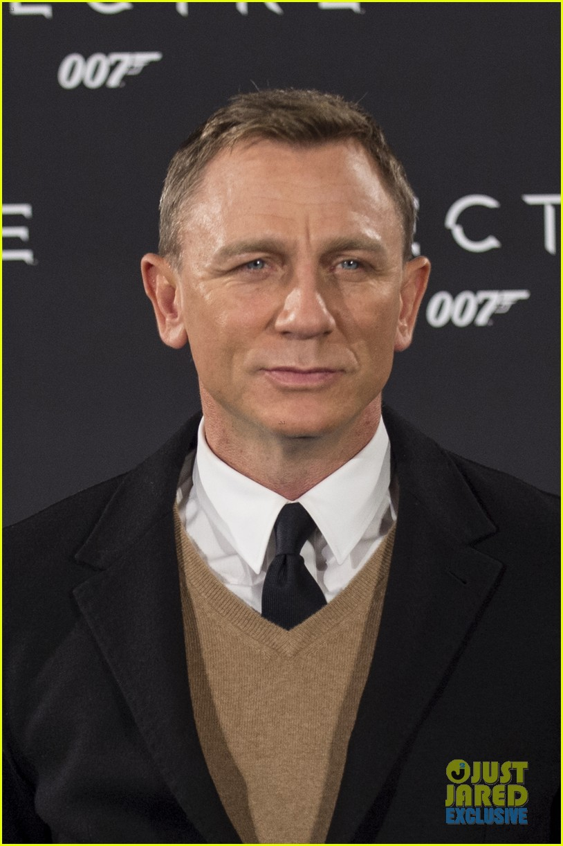 daniel craigs spectre kicks off with big box office in england 023492639