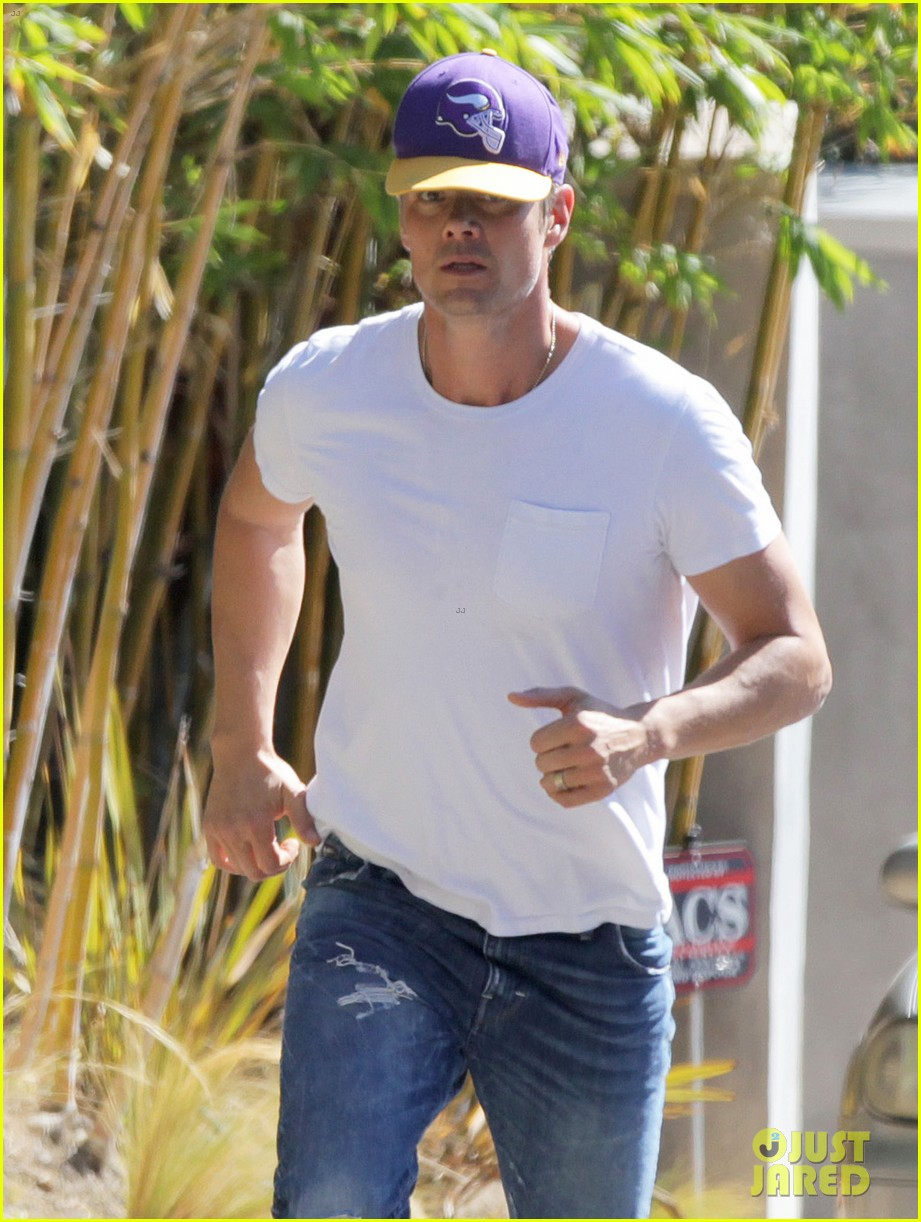 Josh Duhamel Is Jim Ca... Jim Carrey