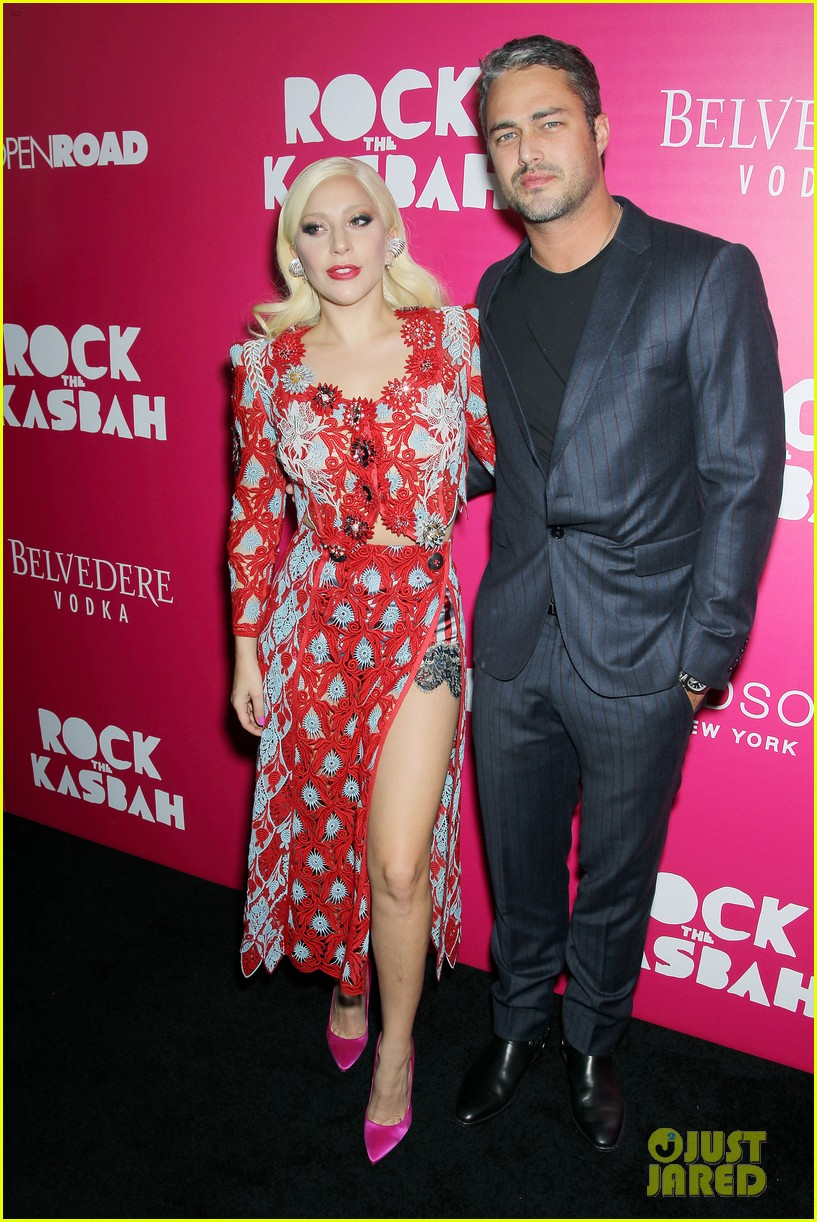 Taylor Kinney rock the kasbah