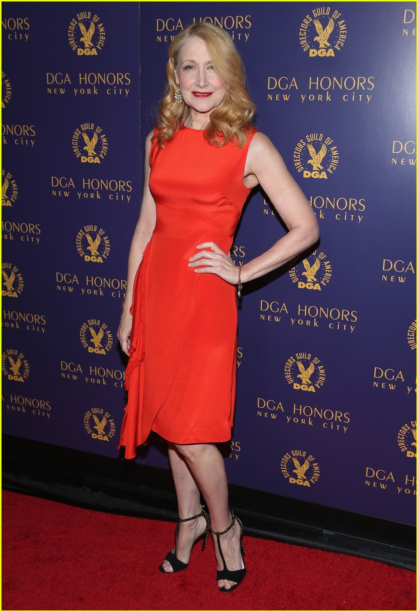 bryce dallas howard honors dan ron at dga event 033484282