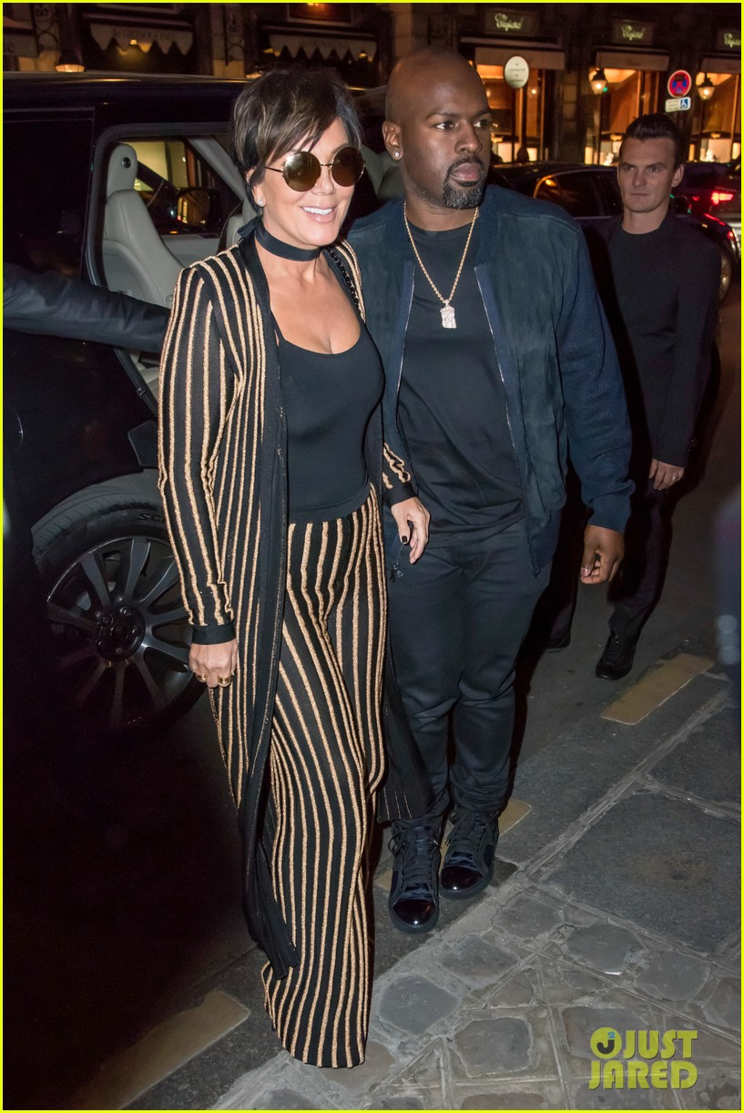 Beautiful Kris Jenner Wears An Outfit Straight Out Of Kimu0027s Closet!