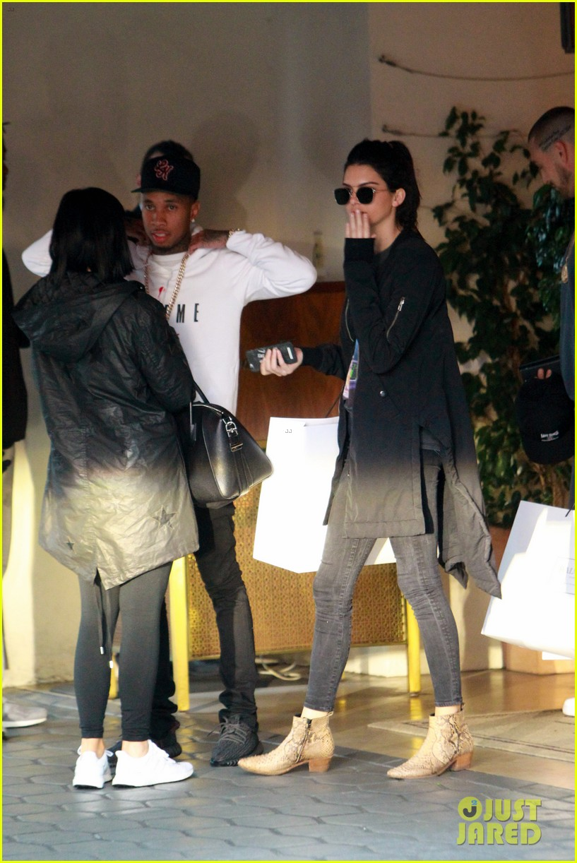kendall jenner plays third wheel with kylie tyga 073489487